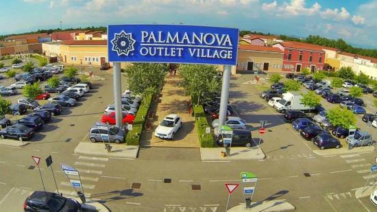 Palmanova Outlet Village   Grado Guide